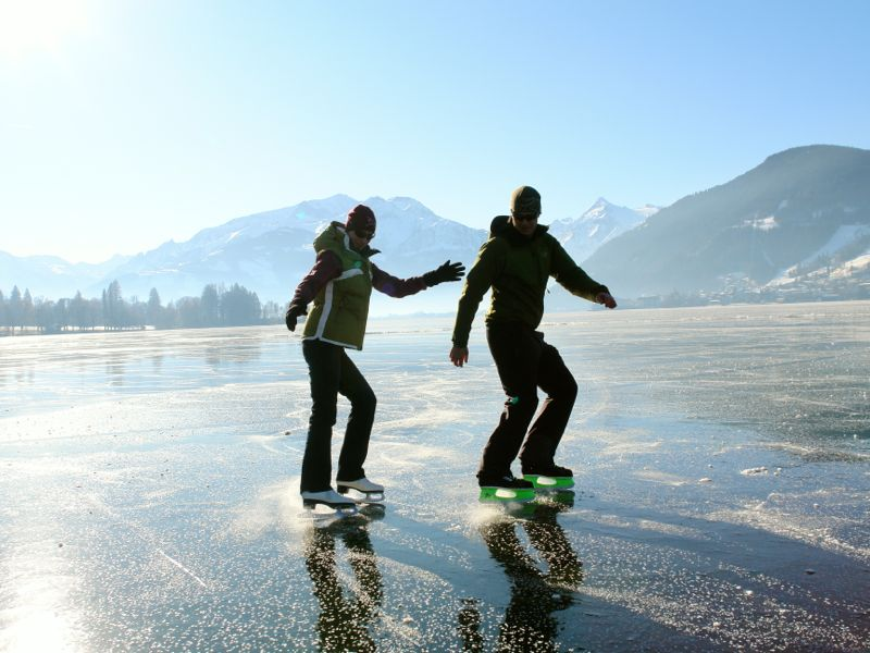 Ice skating on the lake Zell - Fun for everybody