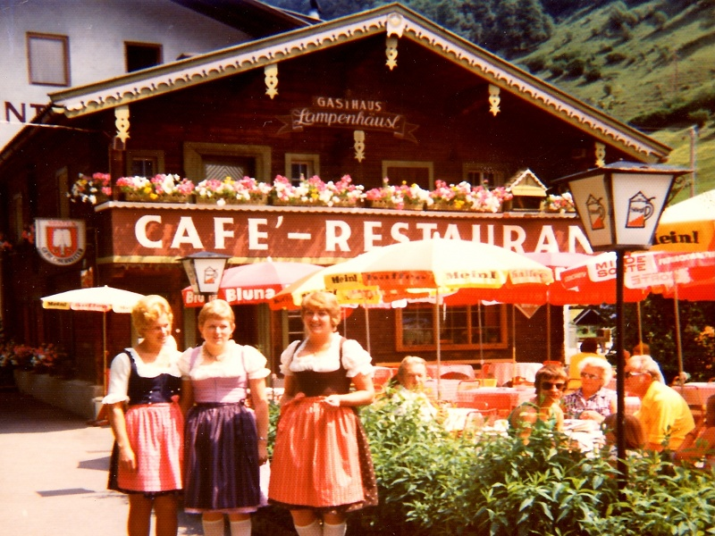 The waitresses from Lampenhäusl